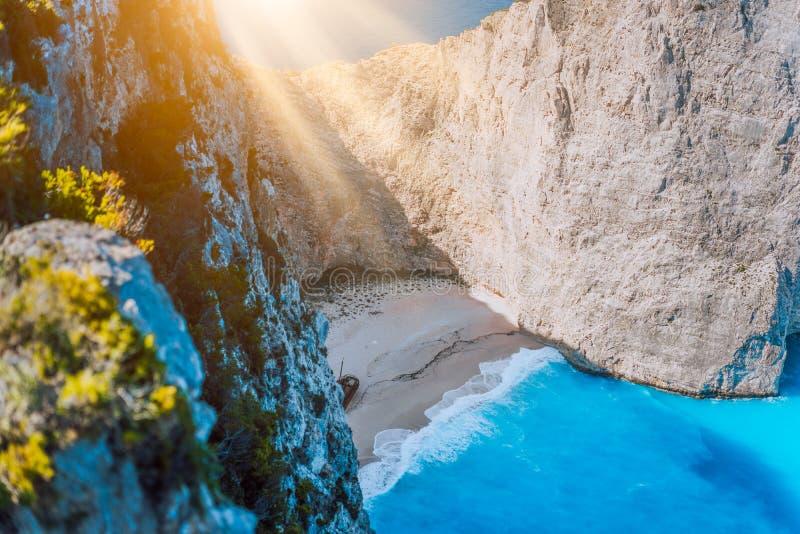 Navagiostrand Zakynthos met schipbreuk in het warme ochtendlicht Griekenland stock afbeelding