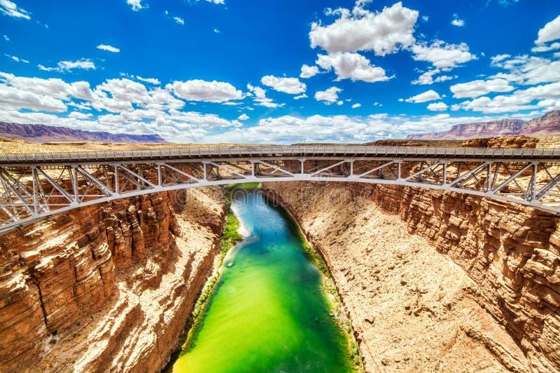 Navajo-Schnäppchen-Bogen-Brücke über dem Colorado nahe Stadt der Seite in Arizona lizenzfreies stockfoto