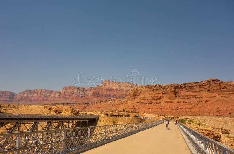 Navajobron på dalgångkanjonen, arizona arkivfoton