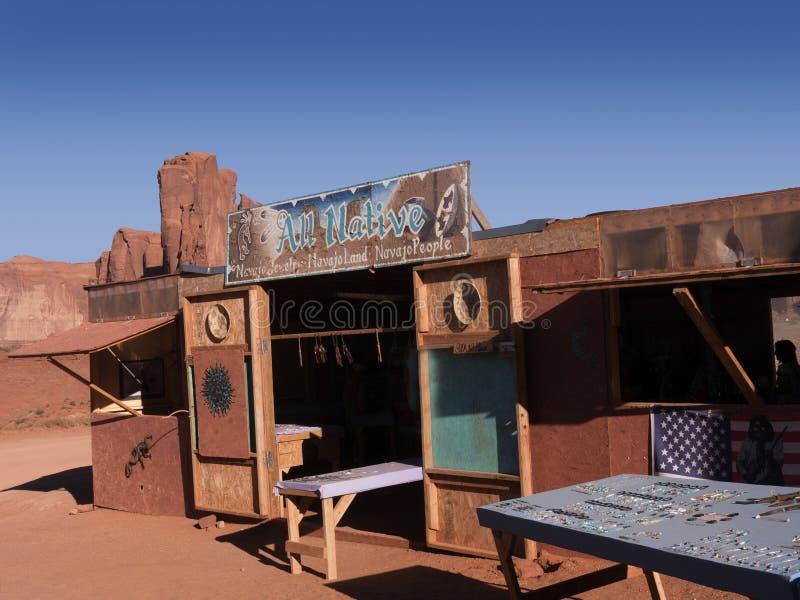 NavajoStalls som säljer indianprodukter arkivbilder