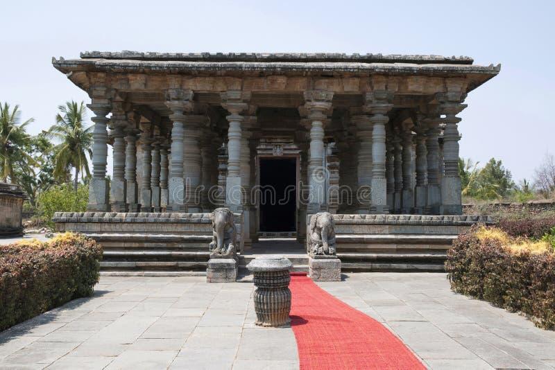 Navaranga Salão de Parshvanatha Basadi, complexo jain do templo de Basadi Halli, Karnataka imagem de stock royalty free