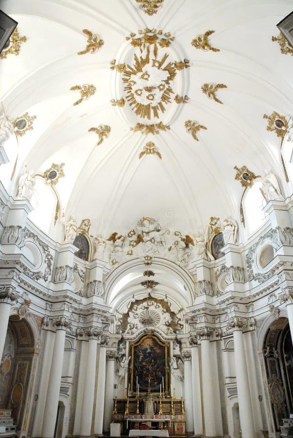 Navata bianca di una chiesa a ragusa in sicilia fotografia editoriale immagine di esposizioni - Elementi architettonici di una chiesa ...