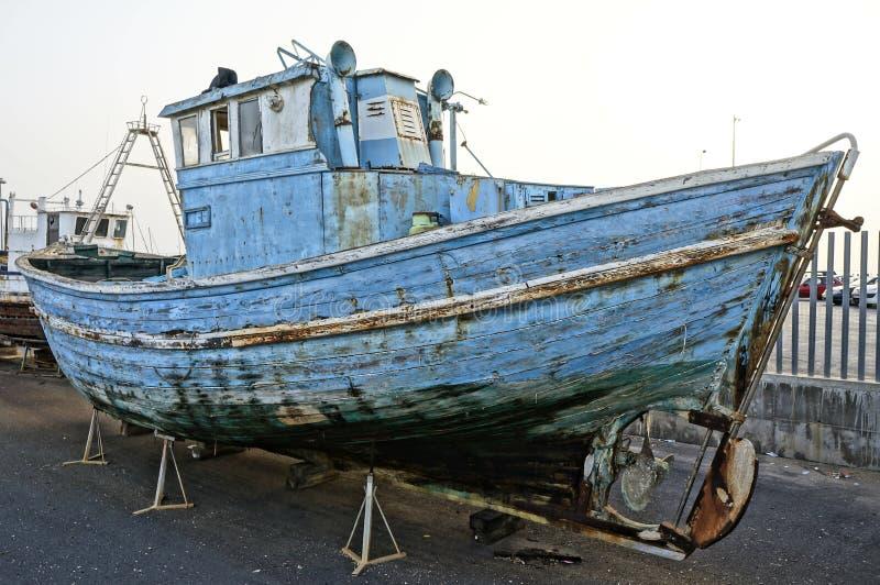 Nave abandonada de la pesca fotografía de archivo