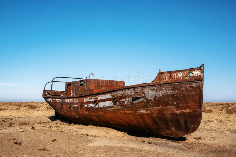 Nave abbandonata nel deserto del mare di Aral, Kazakistan immagine stock