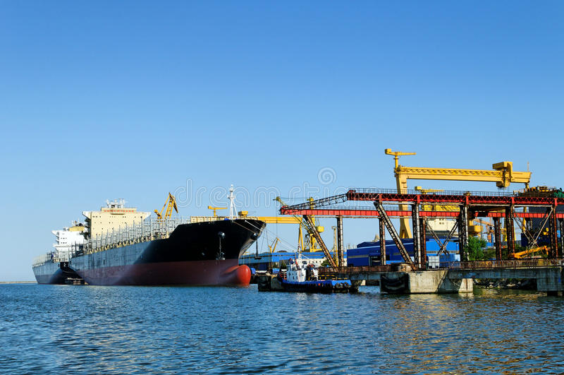 Nave ad un cantiere navale immagini stock libere da diritti