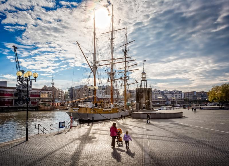 Nave alta Kaskelt amarrado en el puerto de Bristol imagenes de archivo
