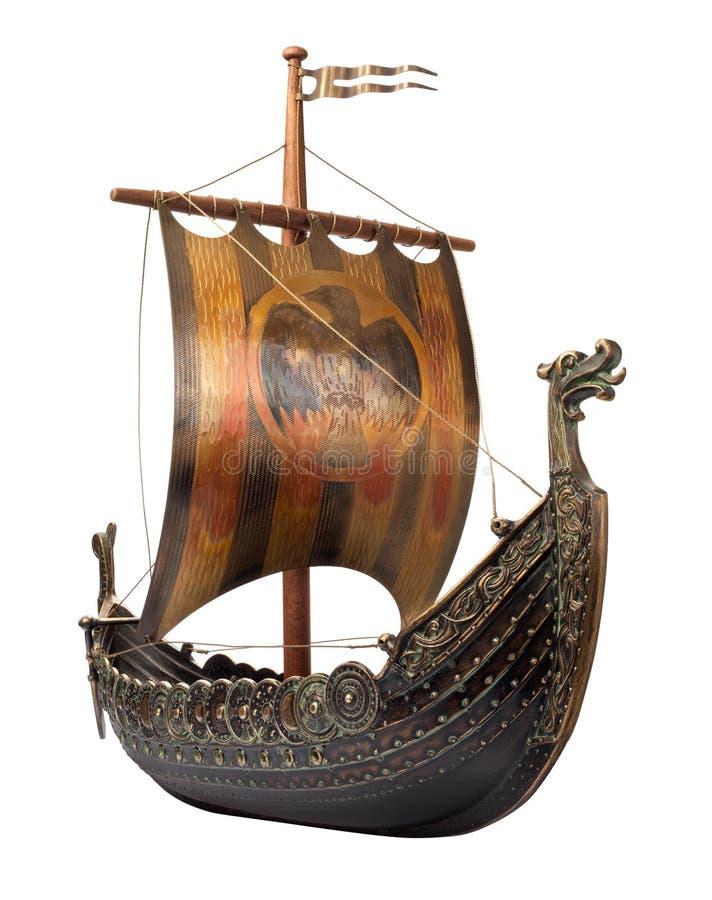 Nave antigua de Vikingo aislada en blanco fotos de archivo