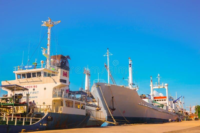 Download Nave da carico generale immagine stock. Immagine di barca - 55355391