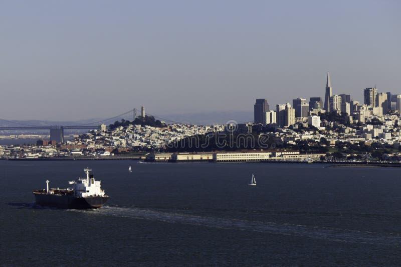 Nave da carico a San Francisco Bay fotografie stock