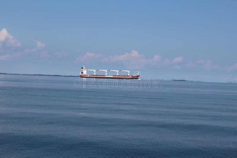 Nave da carico sulla baia di Chesapeake fotografia stock