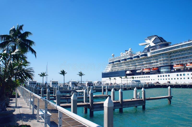 Nave da crociera al pilastro di Key West, chiavi di Florida immagini stock libere da diritti