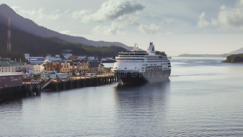 Nave da crociera in arrivo a Ketchikan Alaska fotografia stock libera da diritti