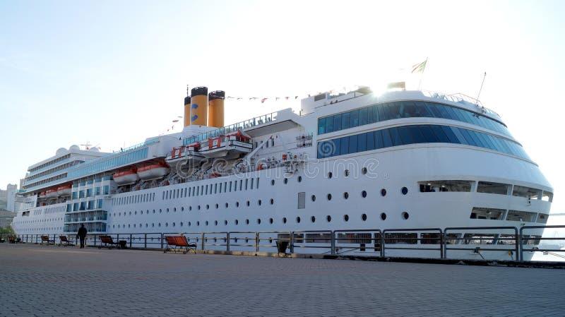 Nave da crociera Costa Romantica dell'oceano Stazione del mare vladivostok immagini stock
