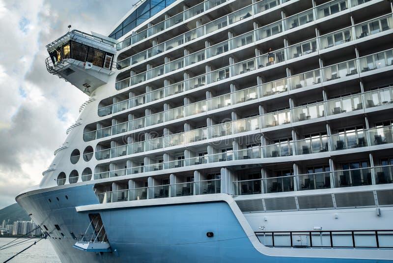 Nave da crociera di lusso Porto di crociera, mettente in bacino le navi da crociera fotografie stock