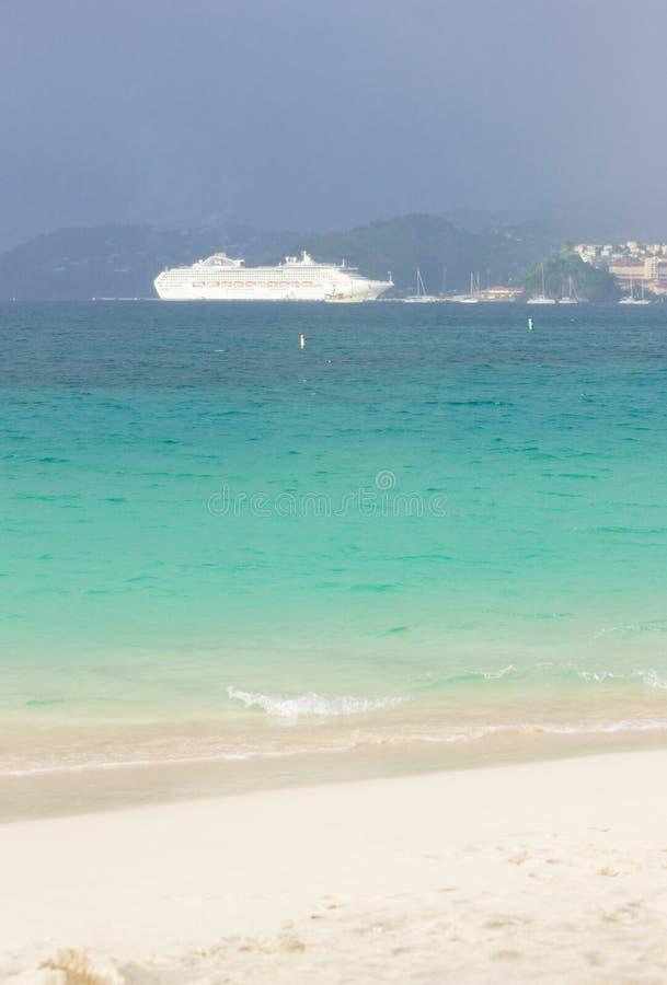 nave da crociera, grande baia di Anse, Granada fotografie stock