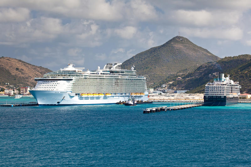 Nave da crociera nel mare caraibico fotografia stock libera da diritti