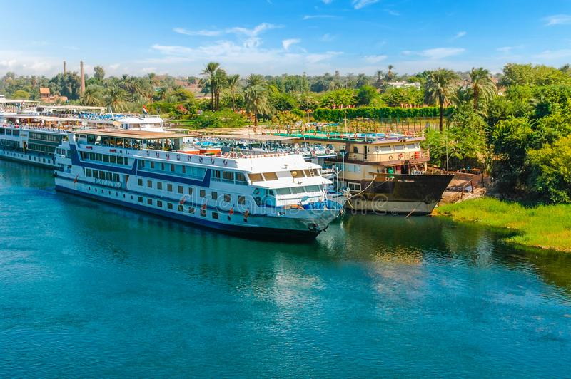 Nave da crociera sul Nilo cairo giza Egypt Backgr di viaggio immagine stock libera da diritti