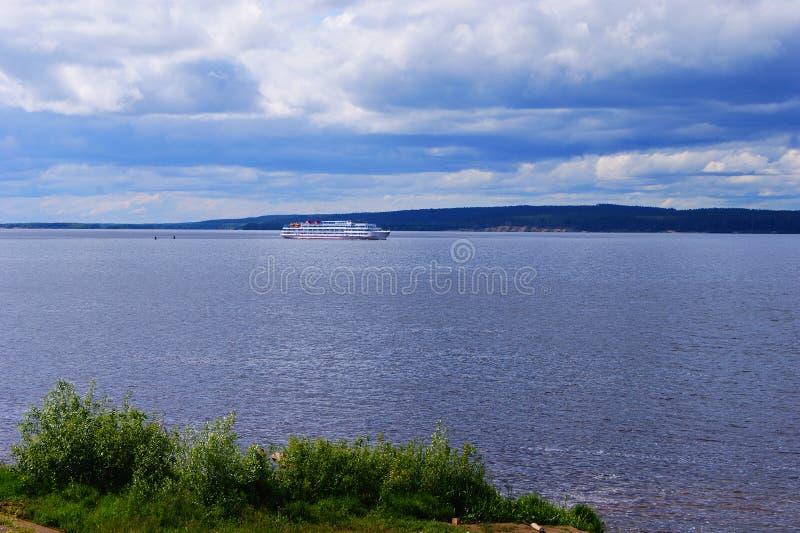 Nave da crociera sul Volga fotografia stock