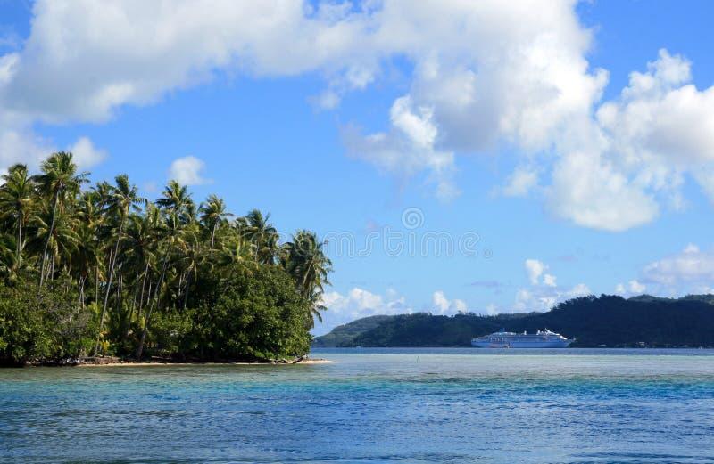 Nave da crociera in Tahiti fotografia stock
