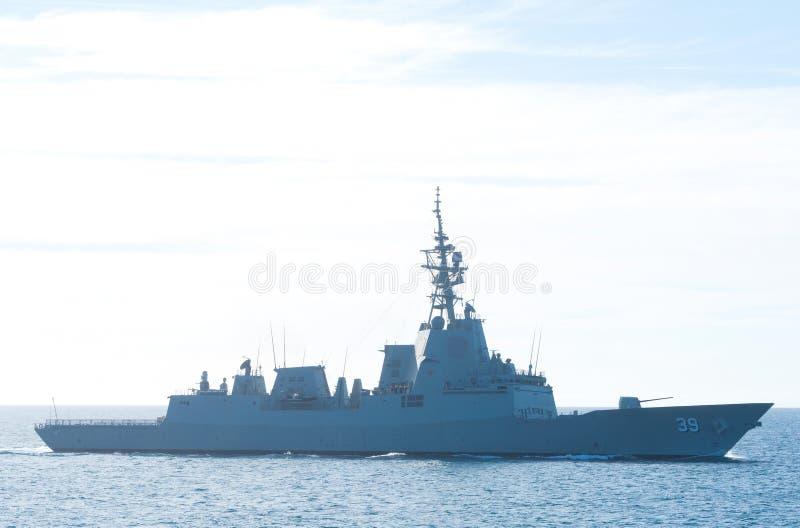 Nave da guerra della marina australiana reale in mare immagine stock