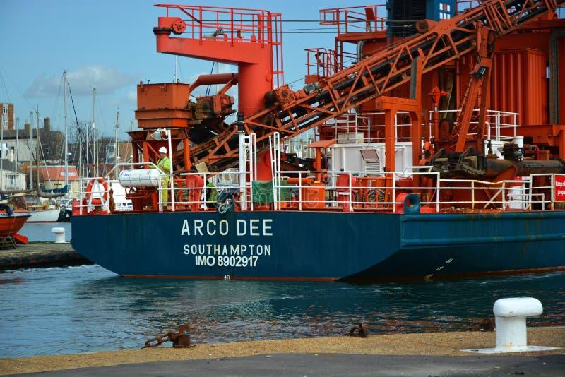 Nave de la draga de la succión El Arco Dee en Shoreham fotografía de archivo libre de regalías