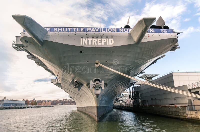 Nave della marina militare USS intrepido a New York fotografia stock