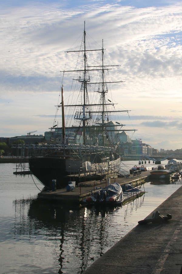 Nave di navigazione a Dublino fotografia stock