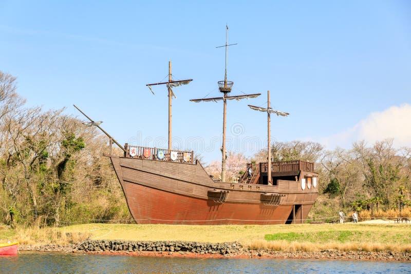 Nave di pirata al parco a tema di Ecoland fotografia stock