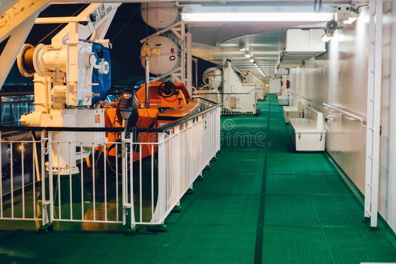 Nave di soccorso sulla regina baltica cruiseferry fotografie stock libere da diritti