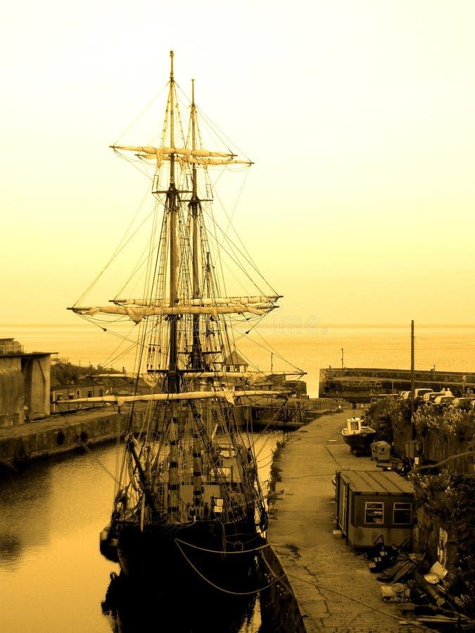Nave di vecchio stile fotografia stock immagine di vele for Cabine vecchio stile