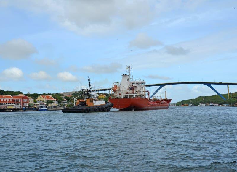Nave en la bahía Willemstad Curaçao de Santa Ana foto de archivo libre de regalías