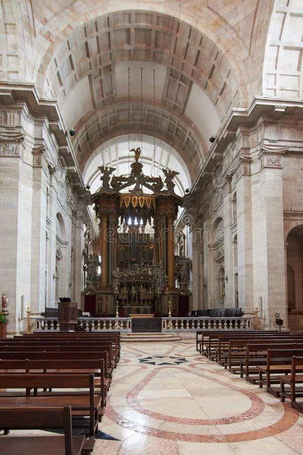 Nave et autel de l'église du sao Vicente de Fora Monastery photographie stock