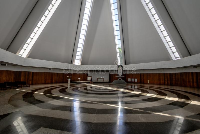 Nave et spirale au temple de la bonne volonté - boa Vontade de Templo DA - intérieur - Brasilia, Distrito fédéral, Brésil image stock