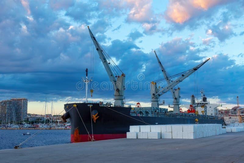 Nave grande en el puerto de Palamos en España fotos de archivo libres de regalías