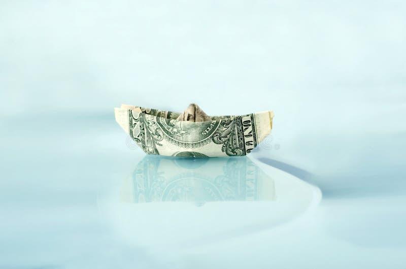 Nave hecha de dólar del dinero fotos de archivo libres de regalías