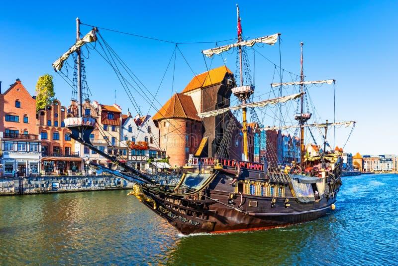 Nave histórica en la ciudad vieja de Gdansk, Polonia imagen de archivo