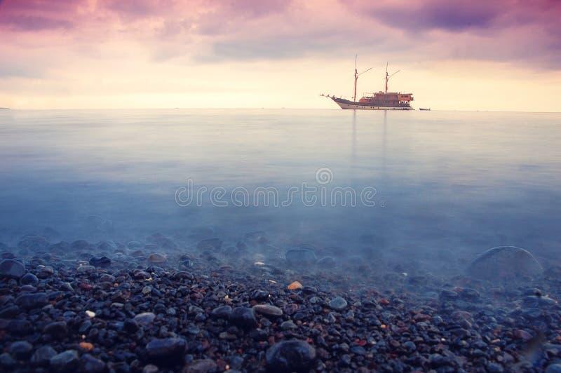 Nave nel mare fotografie stock
