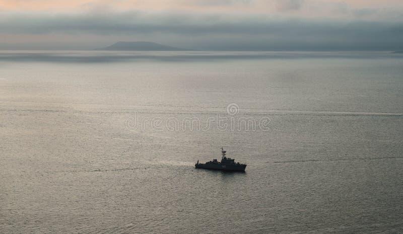 Nave nella baia di Amur fotografia stock