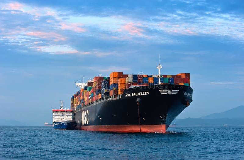 Nave porta container di zaliv america dell 39 autocisterna di bunkering msc bruxelles baia del - B b porta di mare ...