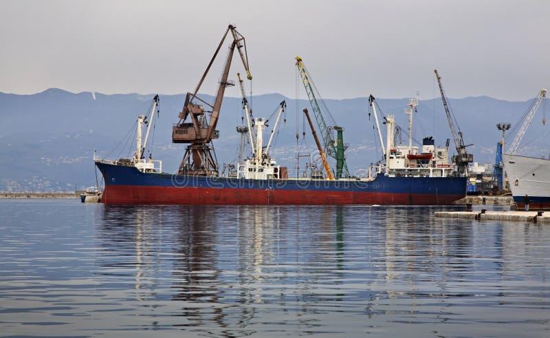 Nave in porto Rijeka La Croazia fotografia stock