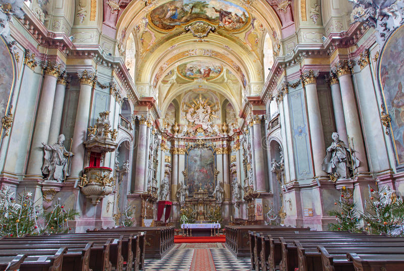 Nave principal da igreja barroco (1745 - 1766) no claustro de Premonstratesian em Jasov imagem de stock