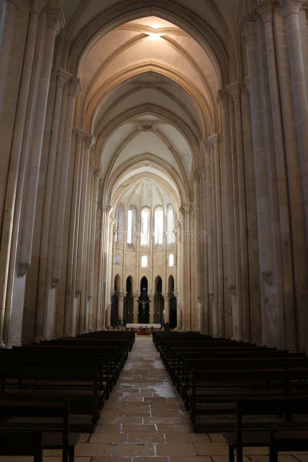 Nave principal dans le monastère d'Alcobaça photo libre de droits