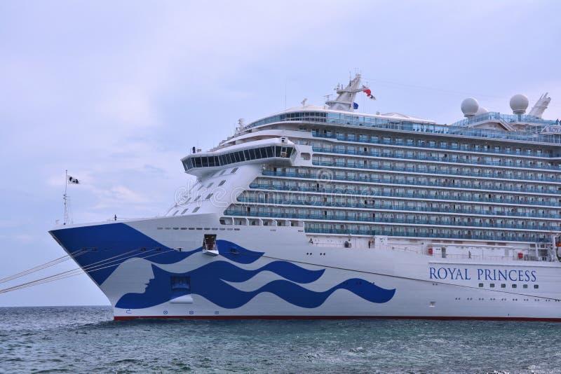 Nave real de la princesa atracada en el puerto de Willemstad imagenes de archivo