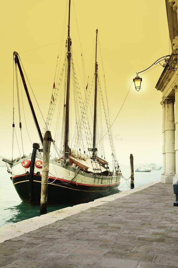 Nave sul canal grande, Venezia fotografia stock