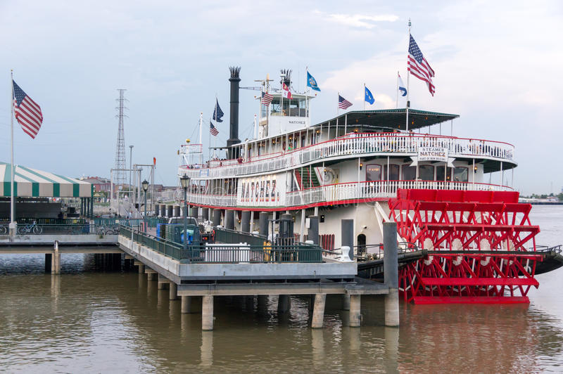 Nave a vapore messa in bacino Natchez sul fiume Mississippi fotografie stock
