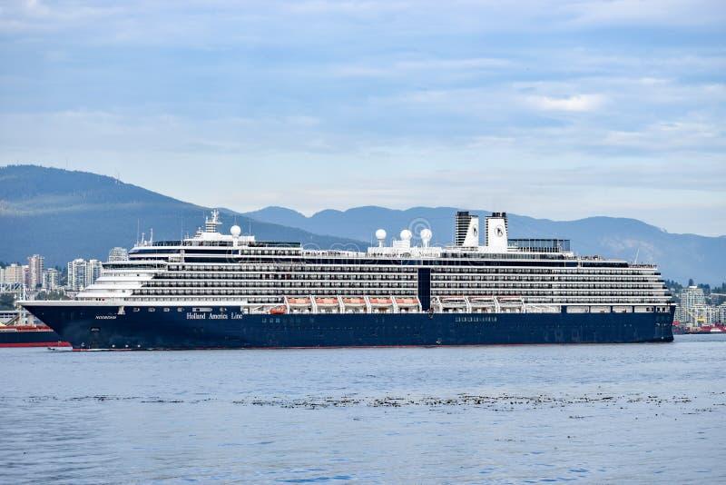 Navegación de la nave de Holland America Line Noordam Cruise fuera de Vancouver, Columbia Británica fotografía de archivo libre de regalías