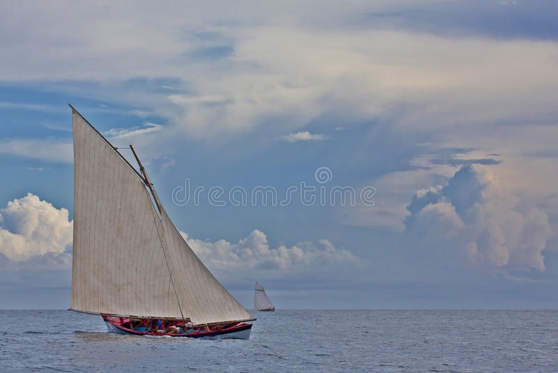 Navegación de los barcos de la pesca de ballenas fotos de archivo libres de regalías