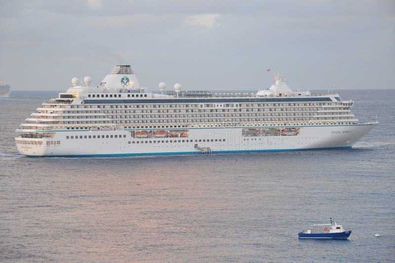 Navegación de lujo del barco de cruceros de Crystal Serenity fotografía de archivo