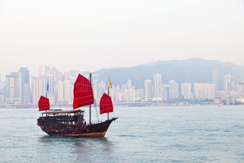 Navegación de madera del velero en Hong Kong foto de archivo