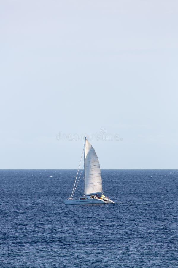 Navegación del catamarán imagenes de archivo